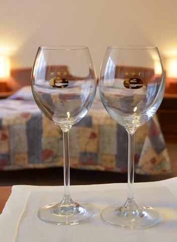 wino i pokój